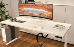 Desk with curved screen