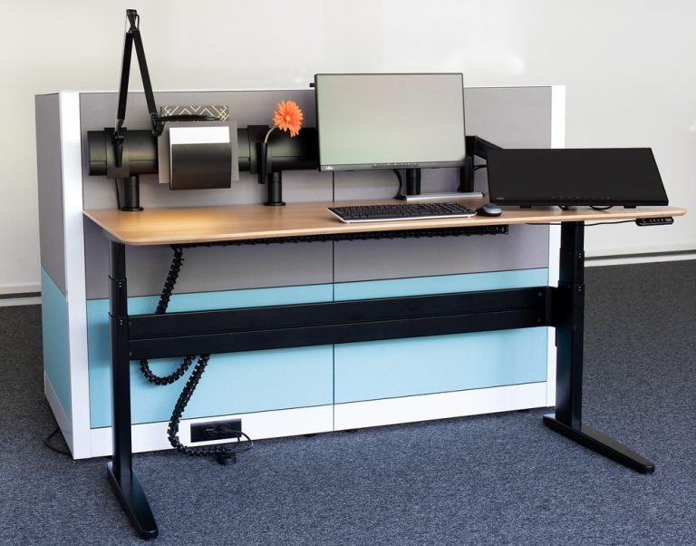 Free standing straight sit-stand desk with SpaceBeam, Flyt monitor arm and Wave LED light